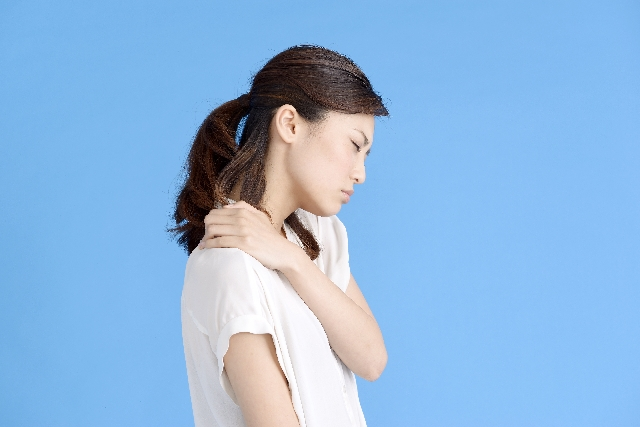 肩甲骨の内側の痛みの原因とは・・・